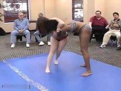 Thick girls wrestle (catfight)