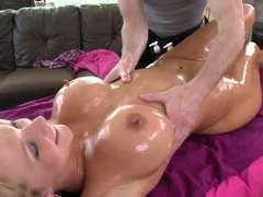 Nikki Sexx enjoys a hardcore oily massage