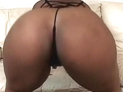 Sexy Ebonie Bonnie Blaze Sucks And Fucks On The Couch