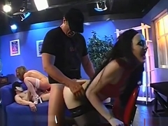 Babe Gets Her Face Covered With Jizz Flow During Gangbang