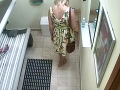 Girl with tattooed shoulder spied in tanning room