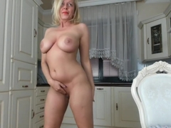 Sexy Milf Cammodel Chatting Live With Her Admirers