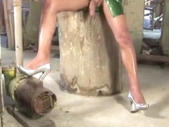 Brunette TS babe in green latex dress