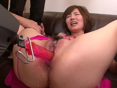 Kaede Oshiro is squirting all over the floor