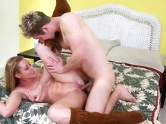 Lizzy London gets her bald pussy fevereshly slammed