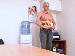 Blonde Britannie Lane came to a porno casting