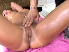 Nice tits and ass get a rubdown