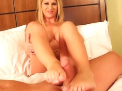 Hot pornstar footjob and cumshot