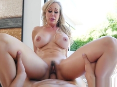Brandi Love's fit MILF body needs a rubdown