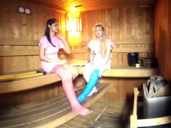2 Girls With Long Cast Leg In Sauna - VRPussyVision