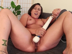 Sinn Sage's Screaming Squirting Orgasm - VR