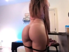 Horny MILF With Juicy Ass More on GOXXXHD