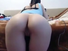 Camgirl gapes juicy asshole with buttplug