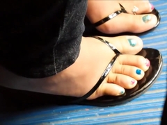 Gaming latina girl's pretty feet and toes in flip flops
