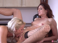 Kathy Anderson & Wanessa Cooper in Mature Housewives Fuck In Kitchen - MomXxx