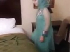 Arab girl sucking a stranger on Arab sex clip