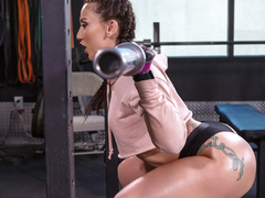 Mandy Muse & Ramon in Girls Who Squat - BrazzersNetwork