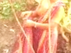 Bangla desi village bhabi bathing in public