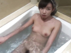 Chinese babe suck and fuck in hotel bathtub